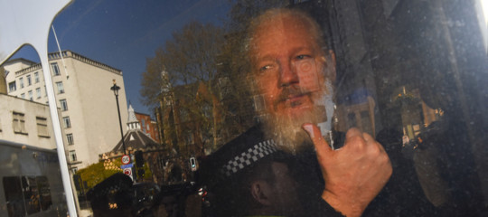 assange accuse ecuador