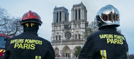 notre dame pompieri parigi