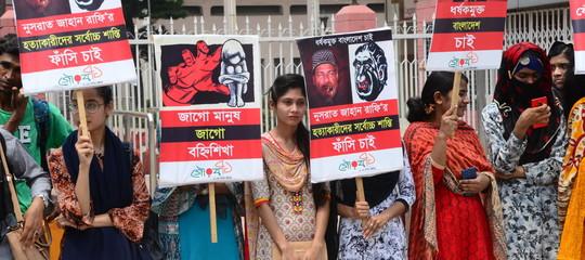 bangladesh denuncia molestie preside bruciata viva