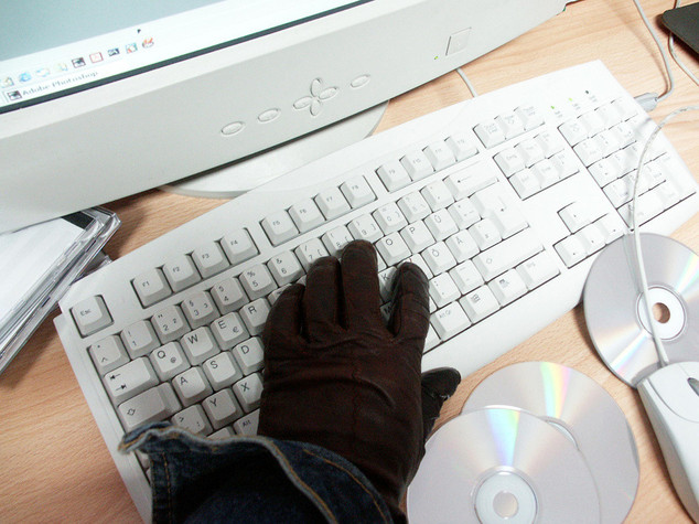 Controlli su mail e telefoni aziendali, Camusso attacca. Il ministero: tutto regolare