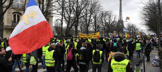 Gilet gialli scontri a Parigi 126 arresti