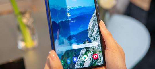 Samsung rinvia lancio Galaxy Fold