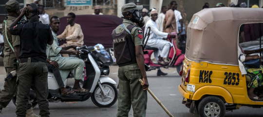 nigeria auto su folla processione pasqua