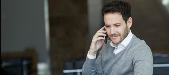 smartphone ascolta conversazioni