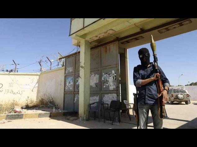 Libia: attaccato campo petrolifero. Nove rapiti, due sono europei