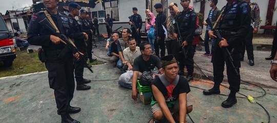 Indonesia: maxi evasione dal carcere, 100 in fuga