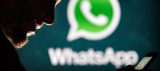 Whatsapp scopre falla che permetteva spyware