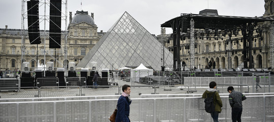 Morto architetto piramide Louvre