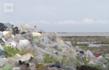 isola invasa spazzatura plastica