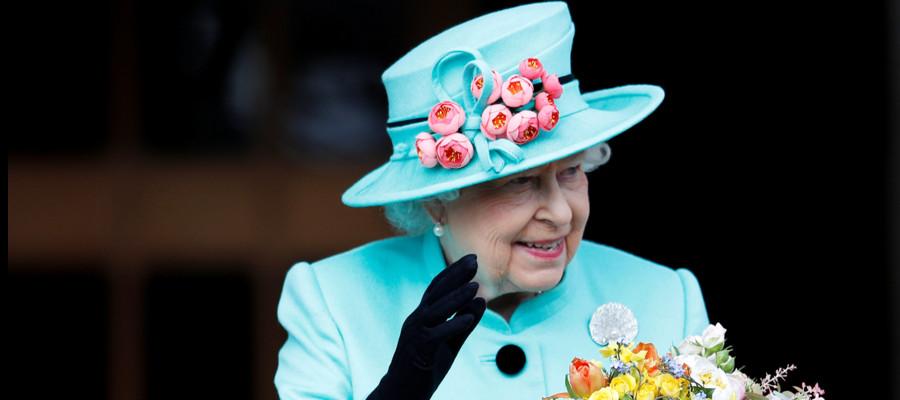 La regina Elisabetta d'Inghilterra vuole assumere un social media manager