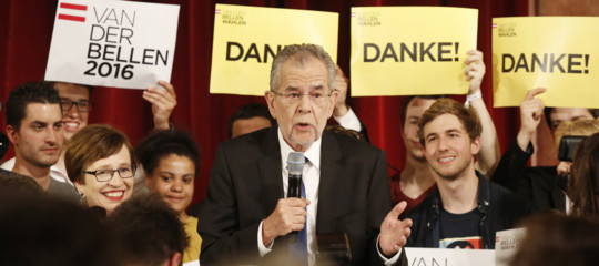 austria dimissioni governo stracher