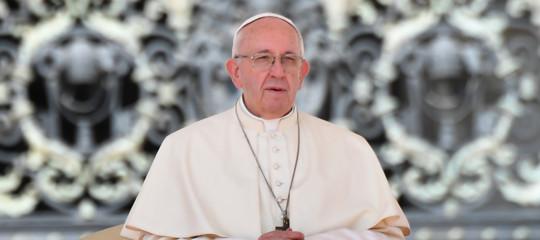 Papa: economia malata schiavizza l'uomo