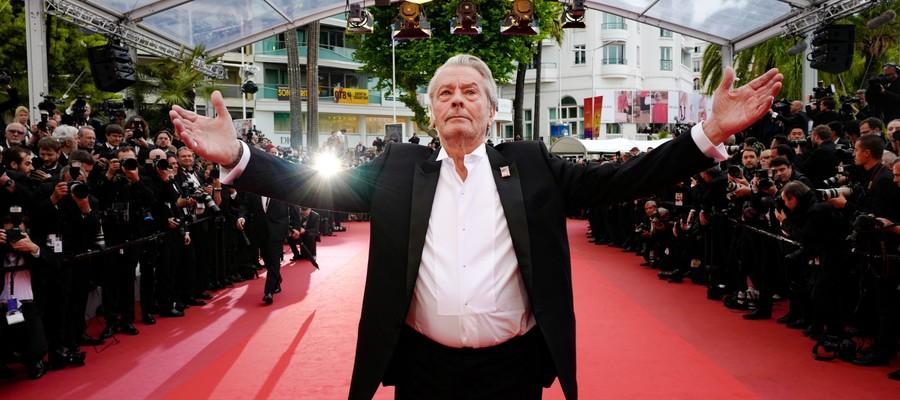 Alain Delon si è commosso per la Palma d'oro alla carriera a Cannes