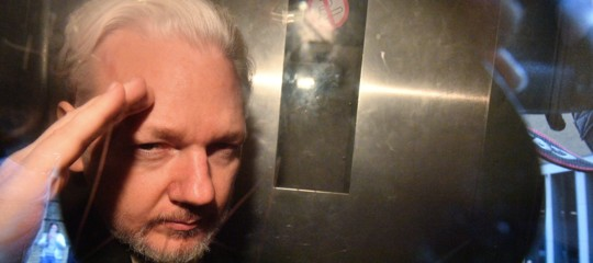 julian assange accuse stupro svezia