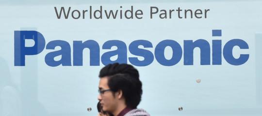Huawei: Panasonic sospende forniture