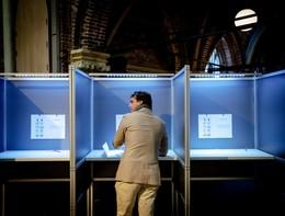 L'Olanda dà il via alle elezioni europee, seggi aperti anche in Gran Bretagna
