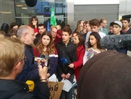 """Europee: giovani """"occupano"""" la sede del Parlamento di Bruxelles"""
