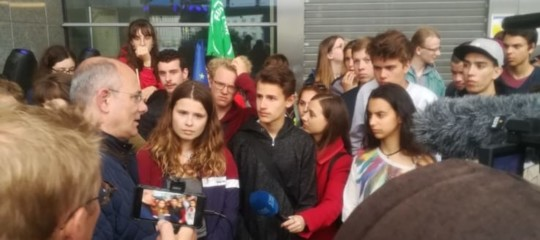 europee giovani occupano parlamento