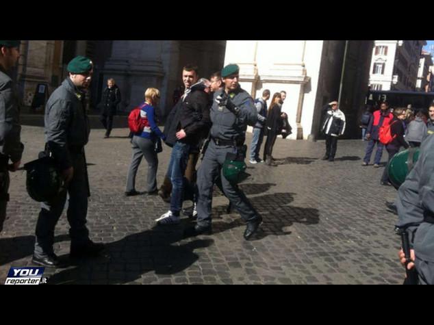 Oggi la Lega a Roma, ieri prime contestazioni in piazza del Popolo anti-Salvini: tensione e feriti - Foto
