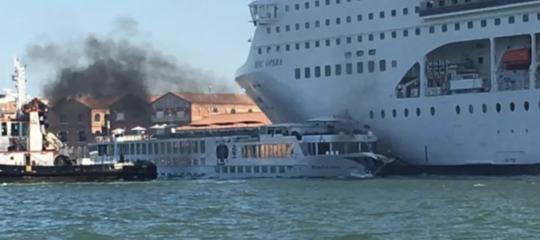 veneziagrandi navi foto censurate berengo gardin