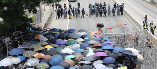 Hong Kong scontri rinviato dibattito estradizione