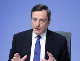 Draghi apre a un taglio dei tassi e suscita l'ira di Trump