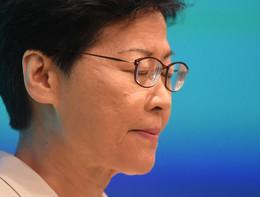 La premier di Hong Kong si scusa per la legge sull'estradizione