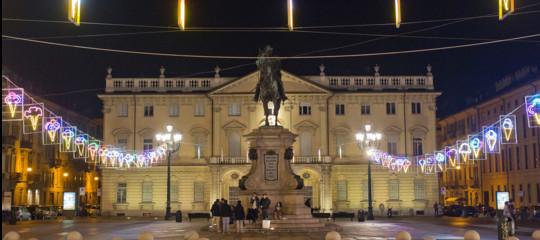 giovane Cade statua Torino