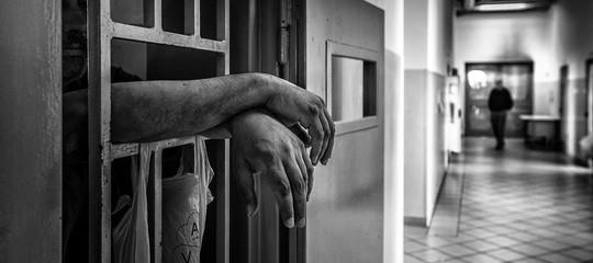 suicida carcere bologna imputato cold case