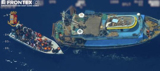 video peschereccio traffico migranti