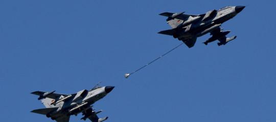 aereo rientra scortato da caccia passeggera esagitata