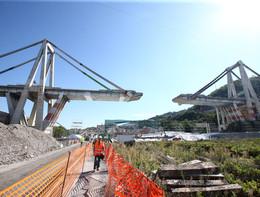 La prima colata di cemento del nuovo ponte di Genova