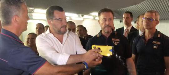 pistola Taser Salvini