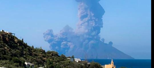 esplosioni lava stromboli vulcano