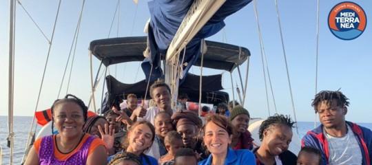 migranti mediterranea gommone