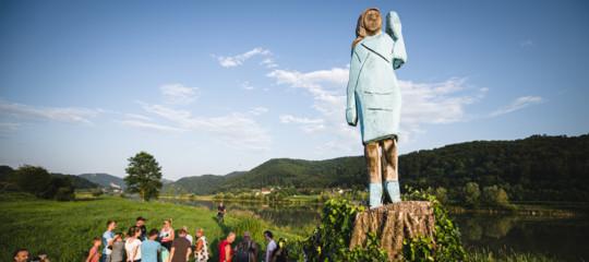 statua melania spaventapasseri slovenia