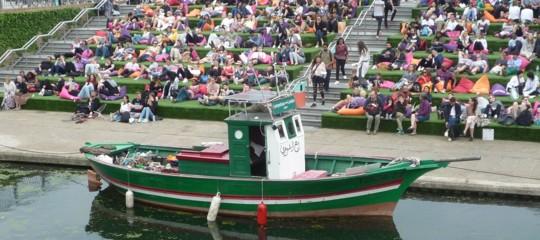 barcone migranti lampedusa opera arte