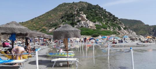 sardegna spiaggia recintata punta molentis