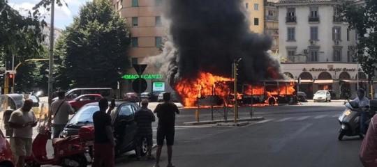 Roma autobus fiamme appio