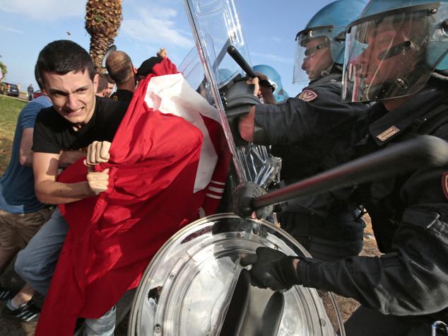Ventimiglia, migranti sgomberati In 100 rimangono sugli scogli