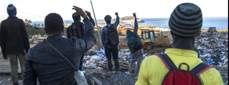 Migranti in marcia verso Ceuta
