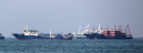 Navi cargo a largo dello Stretto di Hormuz