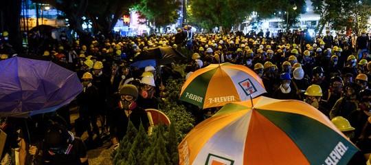 proteste hong kong scontri polizia