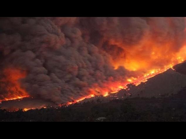 Allarme in Cile, erutta il vulcano Villarrica. Ecco il video