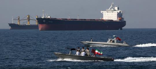 petroliera stretto hormuz