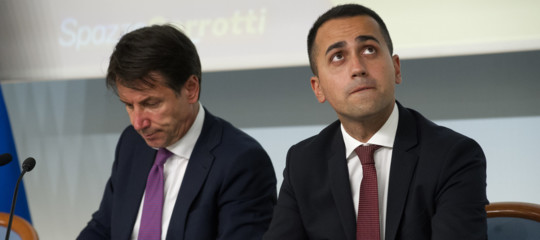 crisi governo elezioni anticipate m5s conte si candida grillo coerenza scarafaggio