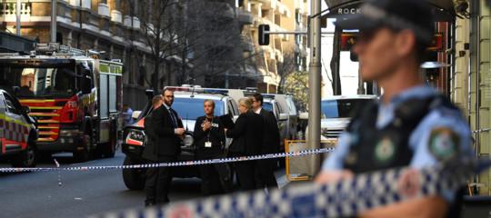 assale passanti con coltello arrestato