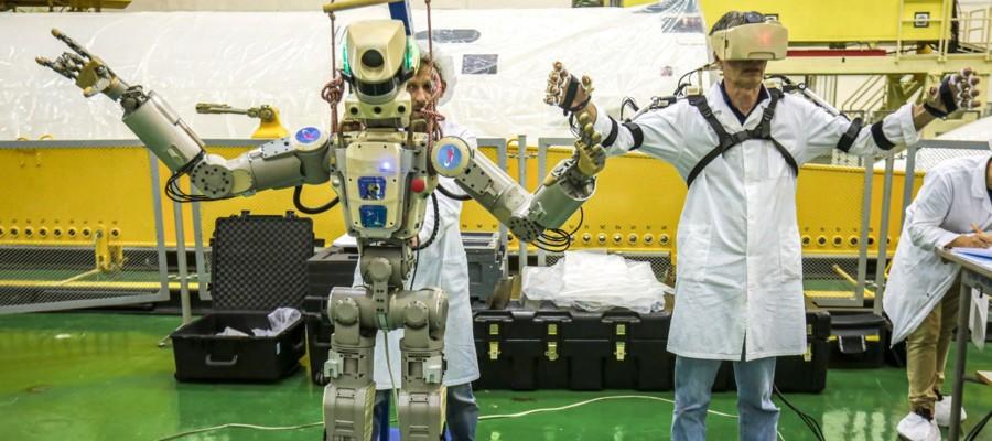La Russia ha lanciato nello spazio una Soyuz con un robot alla guida