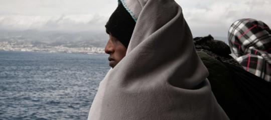 migrante canale manica