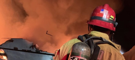 barca in fiamme in california 34 morti